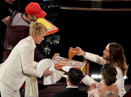 rs_560x415-140302193304-1024.ellen-jared-leto-pizza-oscars.ls.3214_copy